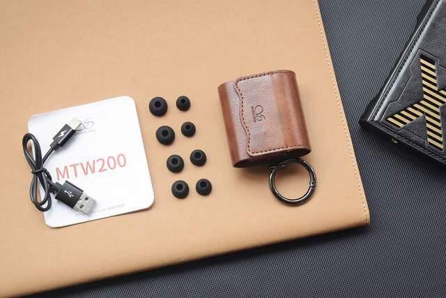 Shanling MTW200 earbuds